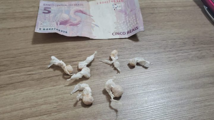 MENOR É APREENDIDO COM DROGAS NO CONJUNTO MARIA BARLETA