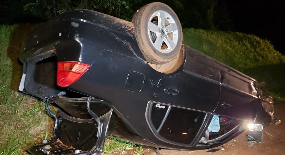 Motorista perde controle da direção e capota Honda Civic na PR-158