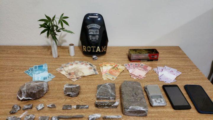 Em Araruna, Rotam prende dois homens por tráfico de drogas