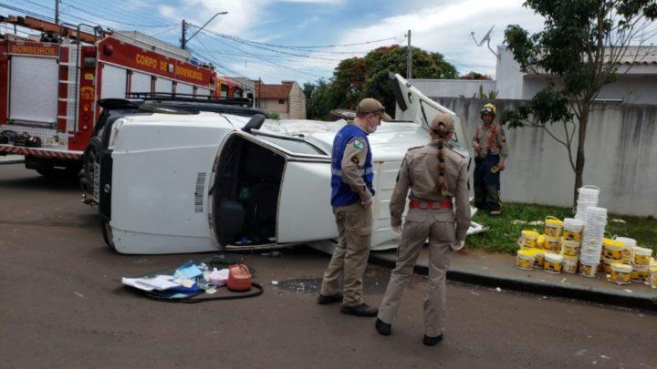 Criança fica ferida em acidente envolvendo dois automóveis no Jardim Country