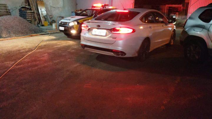 Polícia Militar recuperou Ford Fusion roubado e prende 04 pessoas