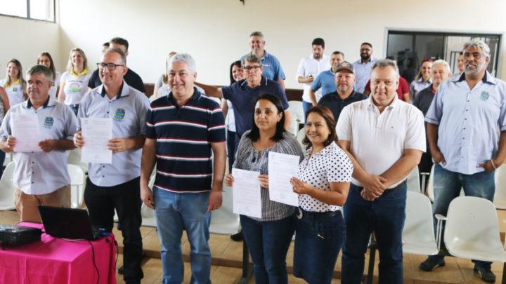 Região da COMCAM: Douglas Fabrício inicia roteiro de prestação de contas e anúncio de projetos