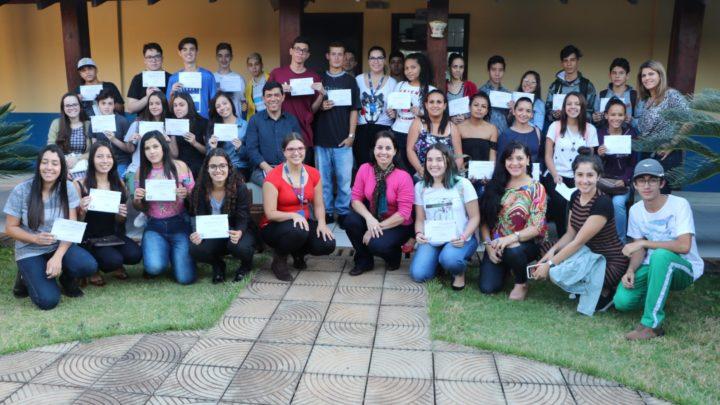 Centro de iniciação profissional fecha o ano com mais de 800 jovens encaminhados ao trabalho