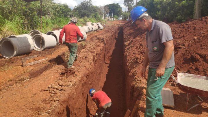 Máquinas a todo vapor: Obras na Vila Guarujá em andamento