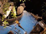 Condutor pula de caminhão desgovernado ao cair de ponte na Usina Mourão