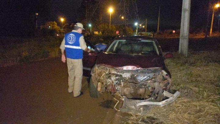 Van colide com carro no trevo de acesso a UTFPR e homem fica ferido