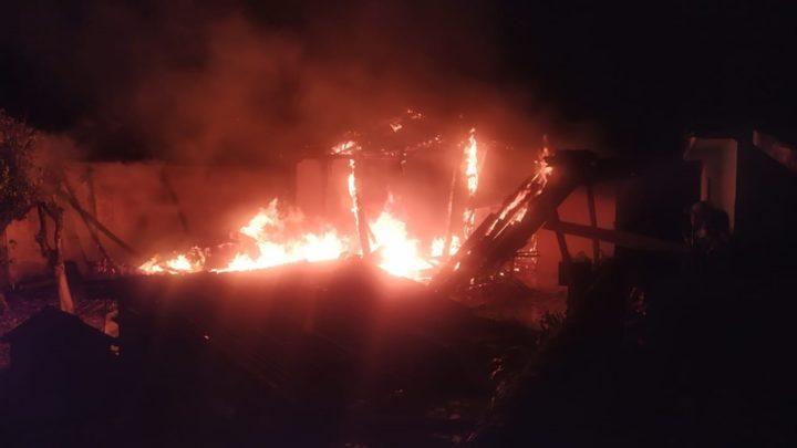 Incêndio destrói residência em Luiziana