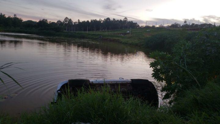 Motorista passa susto ao capotar Captiva em Lagoa no conjunto Sol Nascente em Campo Mourão