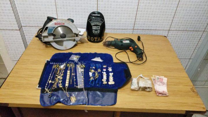 ROTAM prende duas pessoas e apreende produtos furtados