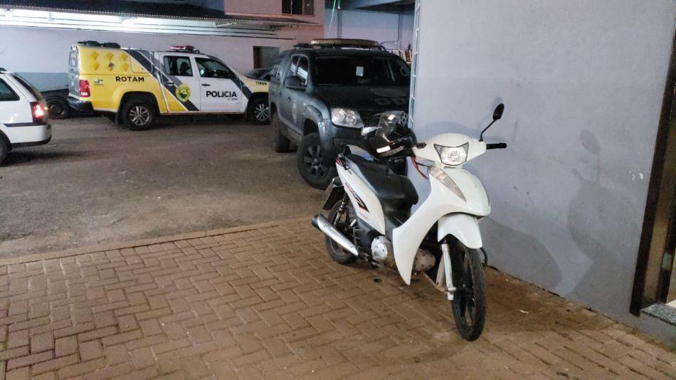 PM recupera moto furtada e jovem é encaminhado a delegacia de Campo Mourão