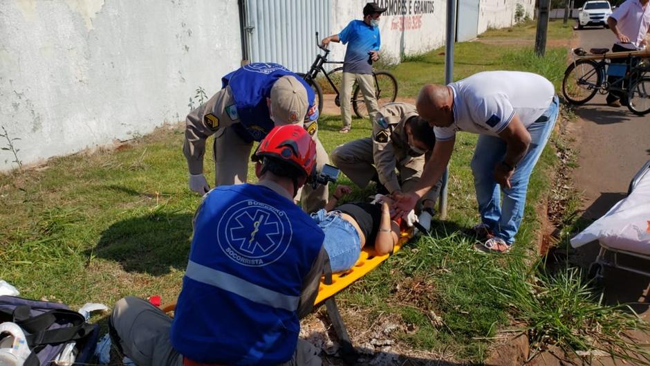 Mulher sofre fratura no pé após se envolver em acidente no jardim Albuquerque em Campo Mourão