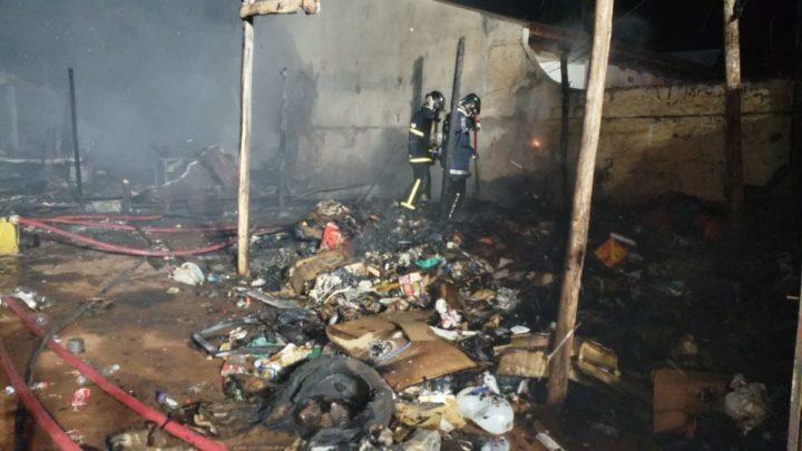 Incêndio destrói residencia e material reciclável no jardim Copacabana em Campo Mourão