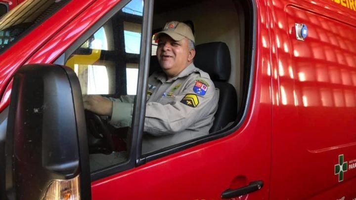 Tenente do Corpo de Bombeiros de Campo Mourão parabeniza sargento que prestou serviços há 35 anos
