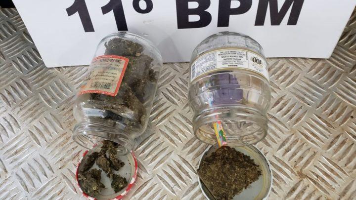Operações com cães da PM resulta em apreensões de drogas e prisão