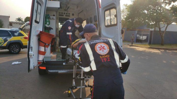 Ciclista fica ferida ao ser atingida por Fiat Strada na avenida Goioerê em Campo Mourão