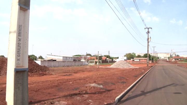 Primeiras ruas do jardim Silvana começam a ganhar asfalto