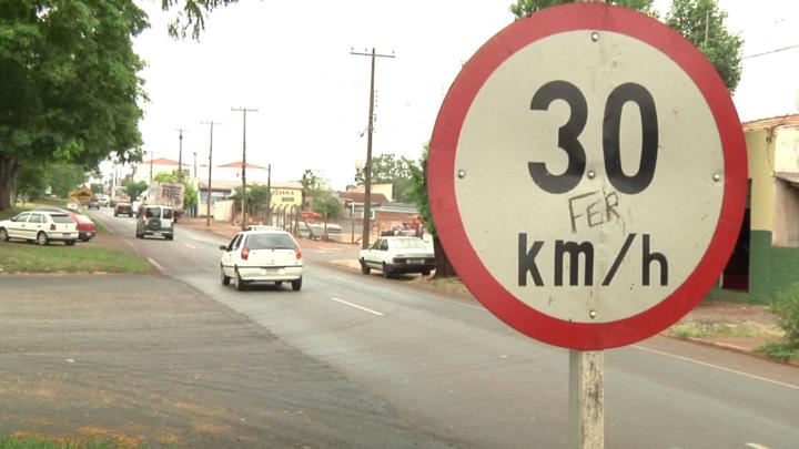 Em Campo Mourão: Velocidade de 30 km\h não é respeitada na avenida John Kennedy , afirmam moradores