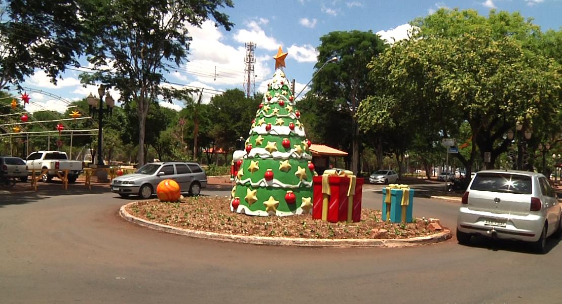 Campo Mourão recebe ambientação natalina