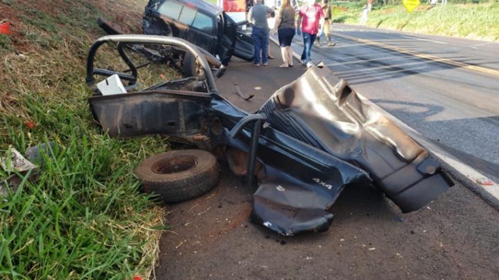 Três pessoas ficam feridas em grave acidente na PR-158, entre Campo Mourão e Peabiru