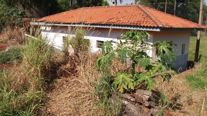 Vestiário do campo de futebol da vila Cândida está depredado