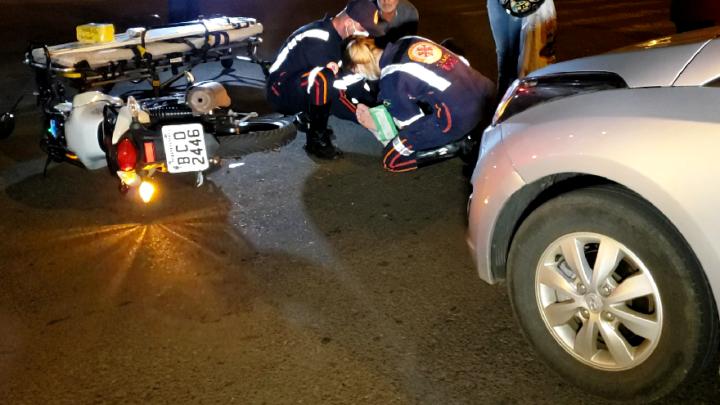 Motociclista fica ferido em acidente na Avenida Jorge Walter