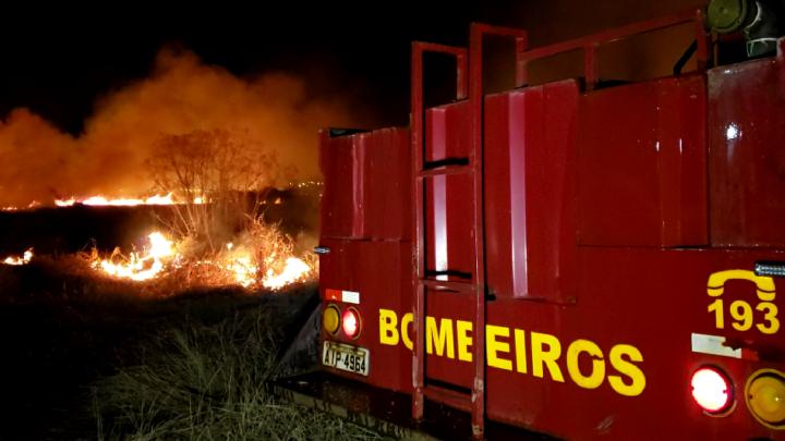 Bombeiros controlaram incêndio ambiental em Campo Mourão
