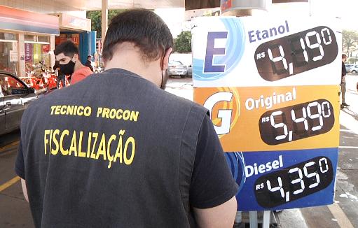Procon entrega resultado de fiscalização de combustíveis ao ministério público