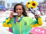 Aos 13 anos, Rayssa Leal, a Fadinha é medalha de prata no Skate Street em Tóquio