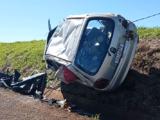Pneu estoura e carro capota na BR-369, deixando mulher ferida